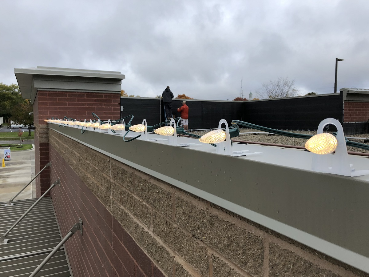 Dayton and Cincinatti holiday roofline lighting at Mikes carwash