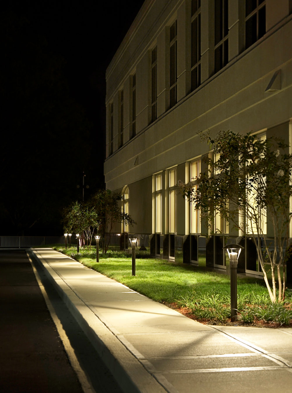commercial landscape lighting and walkway lighting in cincinnati oh
